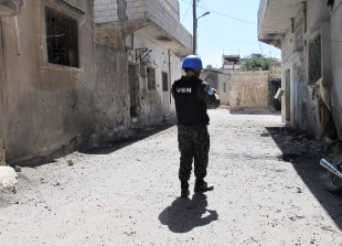 UN observers document damage done by shelling in Homs, Syria